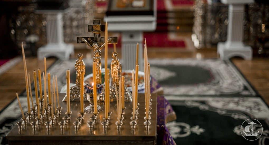 На похоронах священник перепутал имя, что делать?