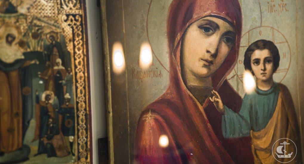 Почему в православии Богородице молятся и поклоняются больше, чем Богу?