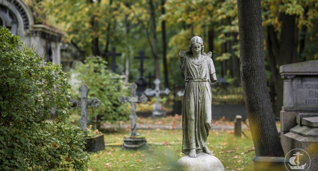 Грех ли положить во гроб фанатский шарф?