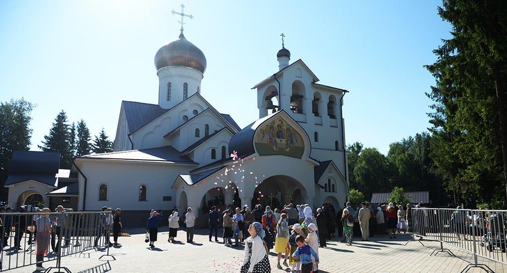 Патриарх Кирилл освятил в Троицке двухэтажный храм на тысячу человек