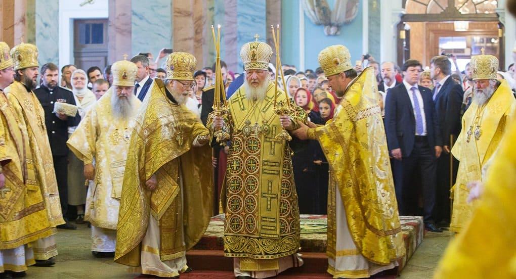 В день Петра и Павла патриарх Кирилл совершил Литургию в Петропавловском соборе Петербурга