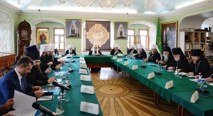 В дискуссии Межсоборного присутствия важно вовлекать епархии, - Патриарх