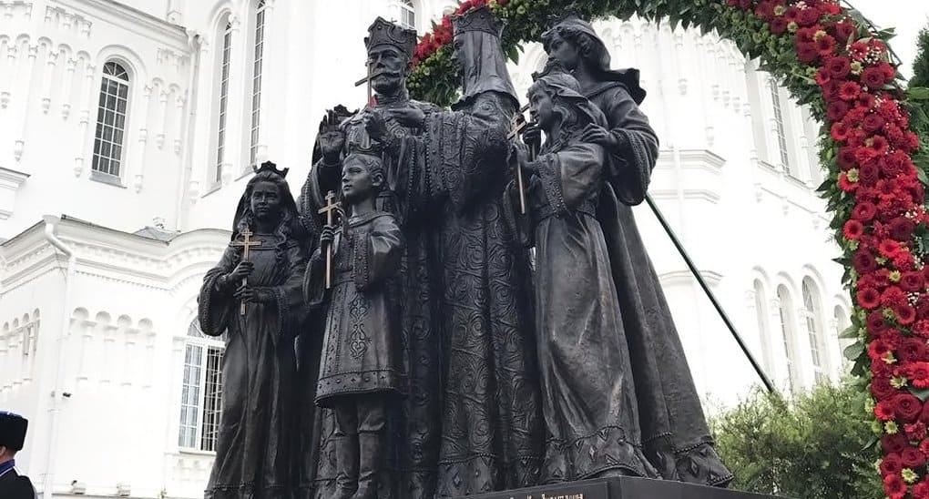 В Дивееве установили «народный» памятник Царской семье