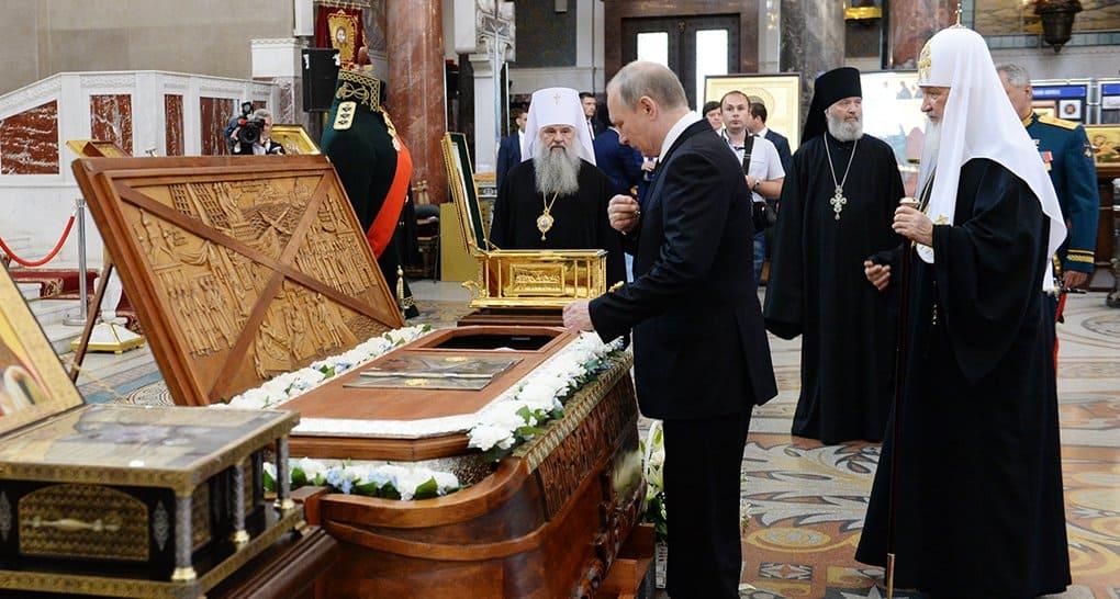 Владимир Путин поклонился мощам Андрея Первозванного и Федора Ушакова