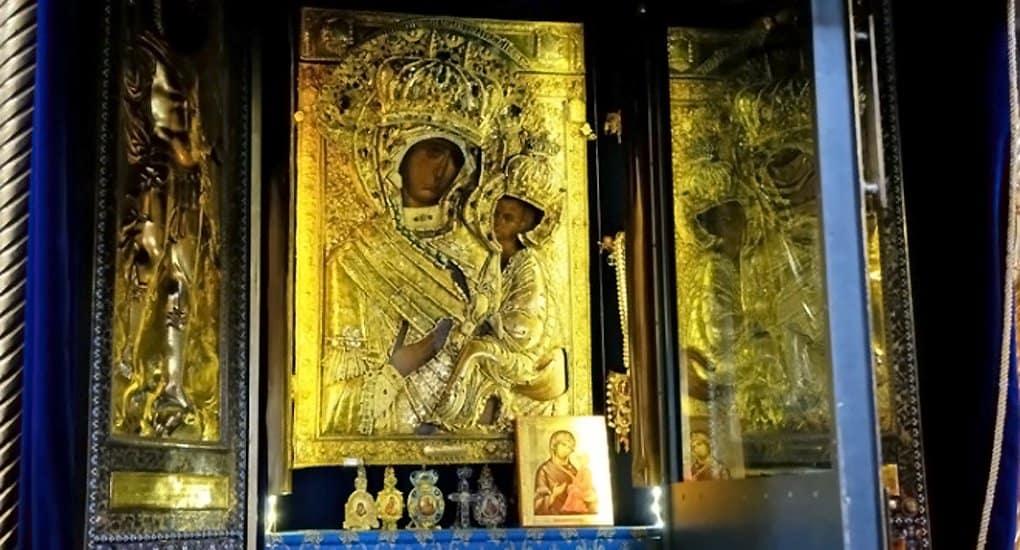 По местам явления Тихвинской иконы Богородицы идет крестный ход
