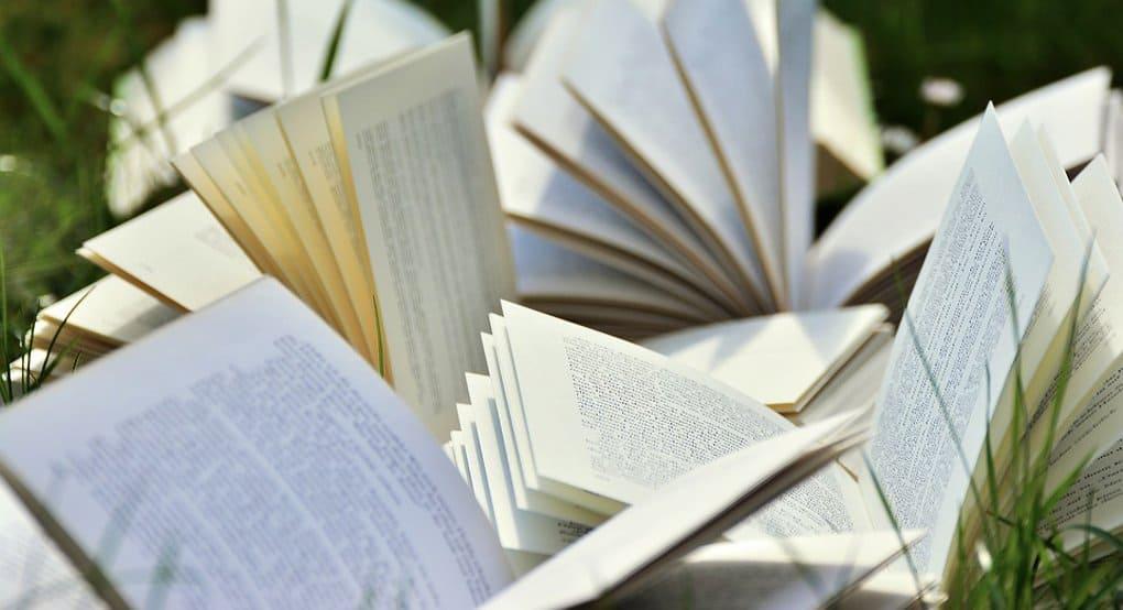 Через одно-два поколения книга в ее нынешнем качестве исчезнет, - филолог Дмитрий Бак