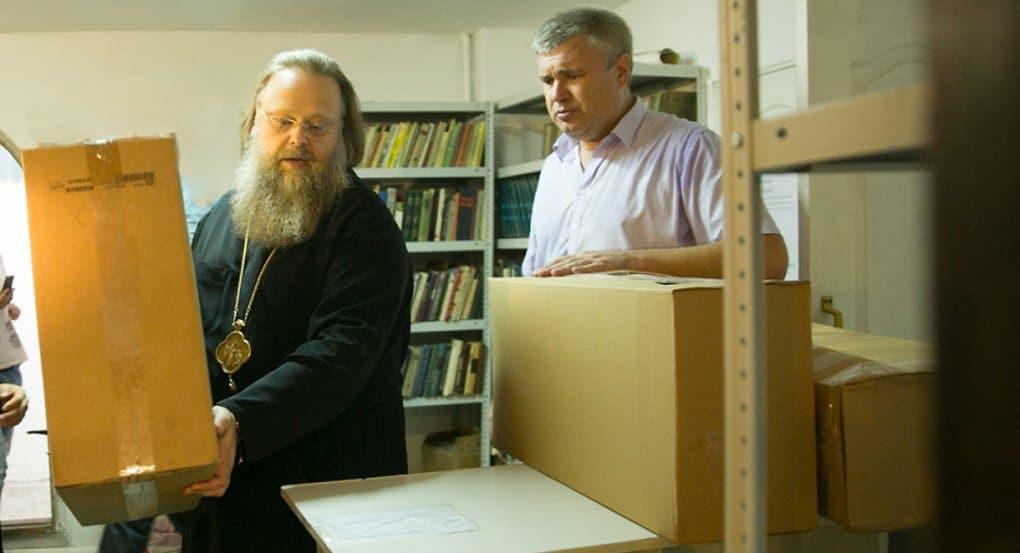 Митрополит Ростовский Меркурий передал помощь для пострадавших от пожара