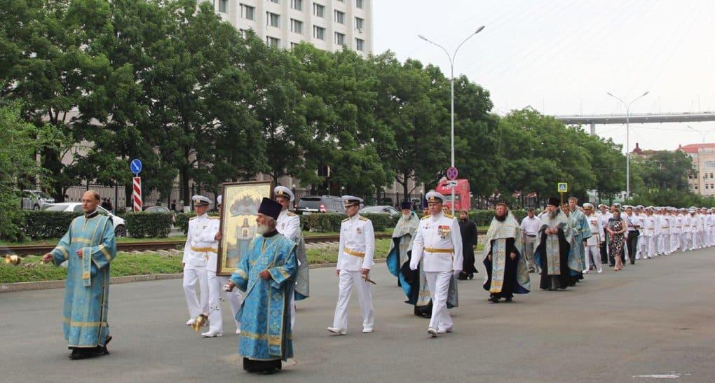 По земле и воде. Крестный ход с главной святыней Приморья в День ВМФ