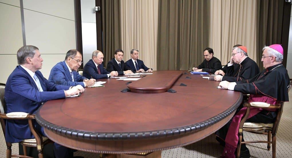 В основе отношений между православными и католиками лежат общечеловеческие ценности, - Владимир Путин