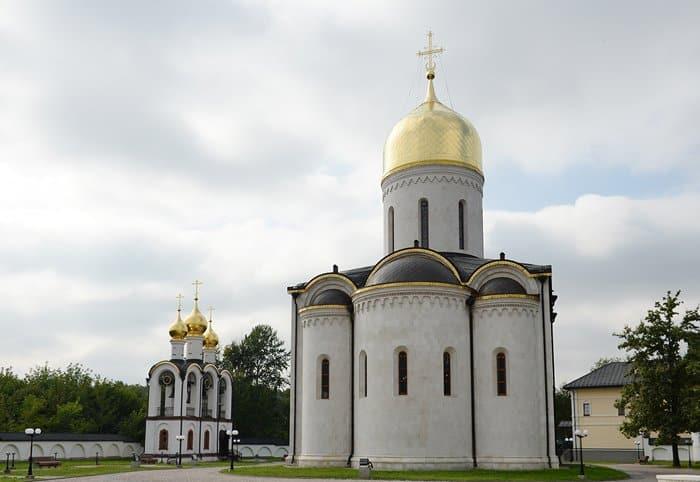 Патриарх Кирилл освятил храм Трех святителей в Новой Москве