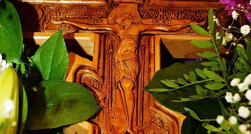 Православные готовятся к празднованию Воздвижения Креста Господня