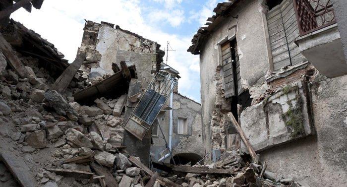 Минимум четыре человека погибли при землетрясении, затронувшем Турцию и Грецию