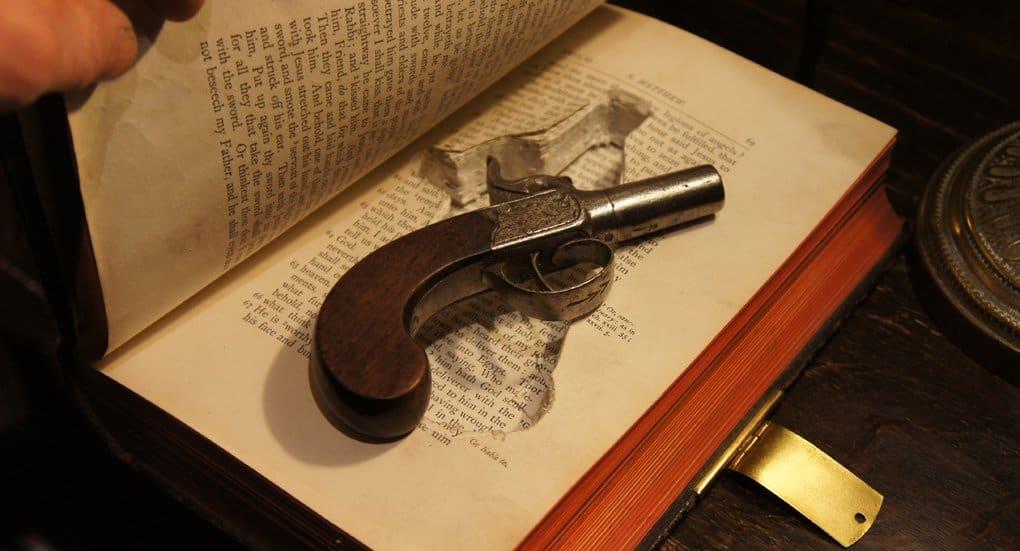 Можно ли держать дома книгу, в названии которой слово