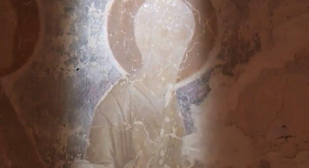 Уникальные фрески в деревенском псковском храме на грани разрушения
