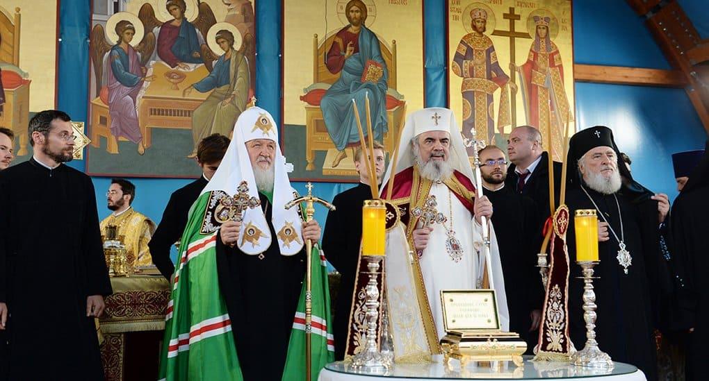 Патриарх Кирилл подарил Румынской Церкви частицу мощей Серафима Саровского