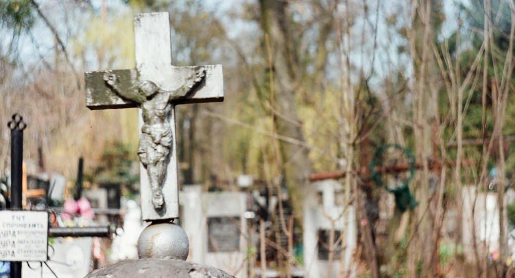 Можно ли в день рождения умершего ходить на могилку?