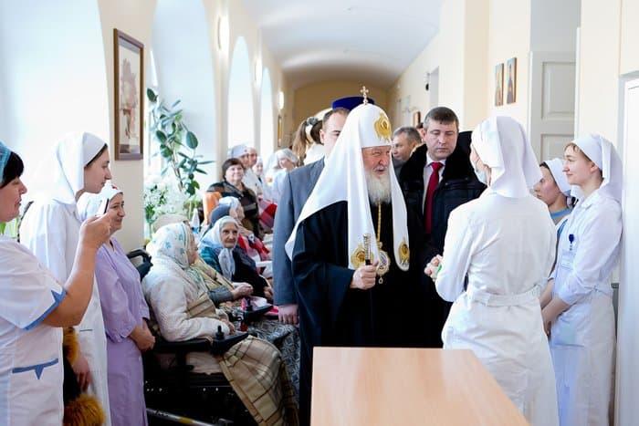Благотворительная выставка Сергея Андрияки в помощь церковной больнице святителя Алексия