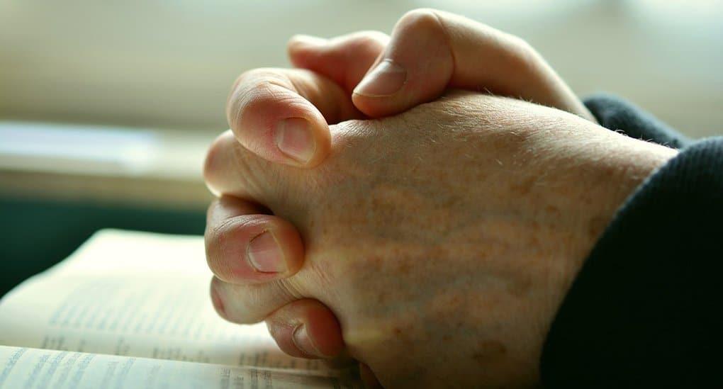 Священника уволили из университета Глазго за покаянную молитву из-за гей-парада в городе