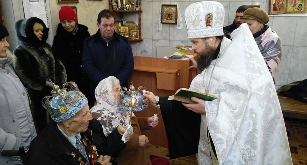 На Украине обвенчалась пара, прожившая в браке 74 года