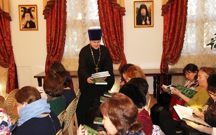 Житие преподобного Серафима Саровского перевели на калмыцкий язык