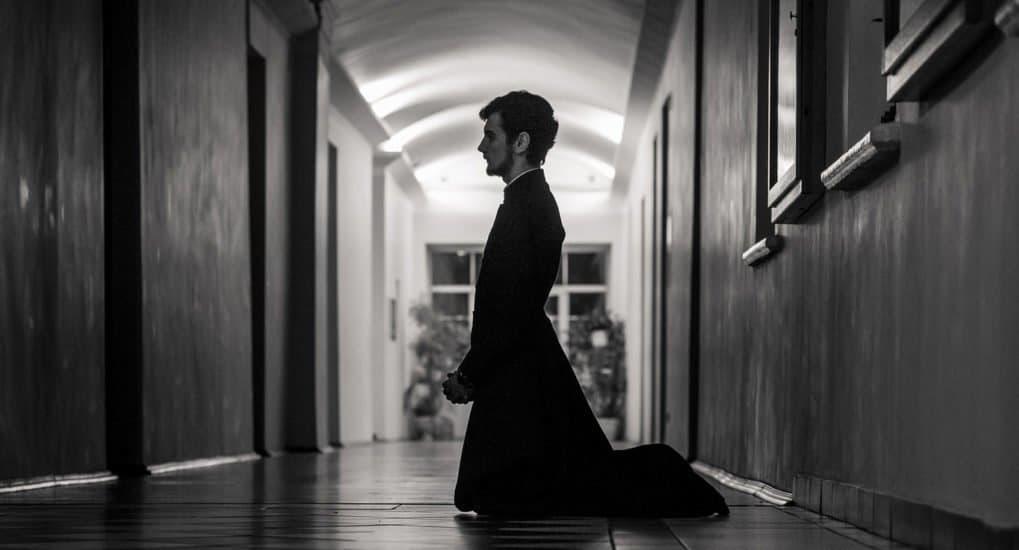 Как молиться на чтенииканона покаянного Андрея Критского - на коленях или стоя?