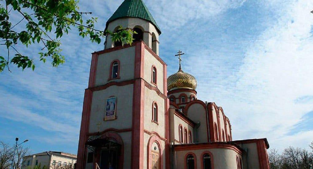 Пять человек погибли в результате нападения на храм в Кизляре