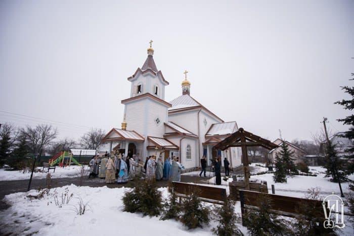 Митрополит Онуфрий освятил старейший деревянный храм Киева