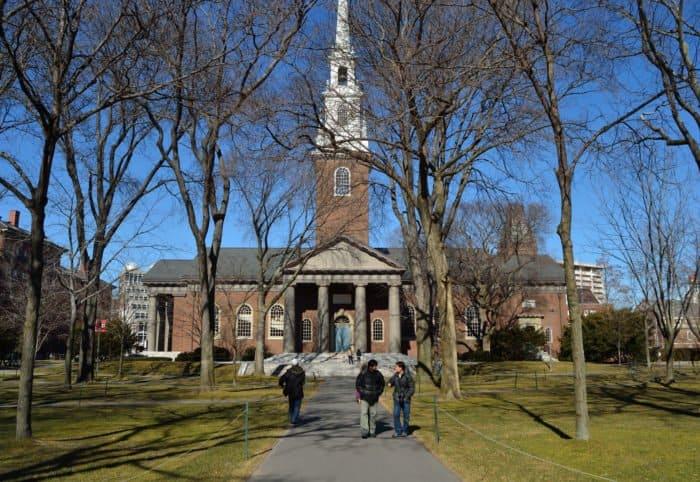 5 домовых храмов самых престижных университетов мира
