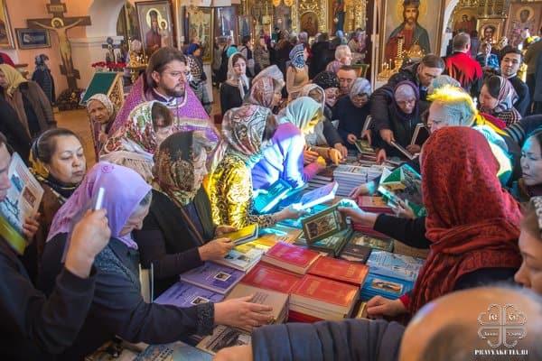 Около 1,5 тысяч книг раздала на ярмарке Якутская епархия