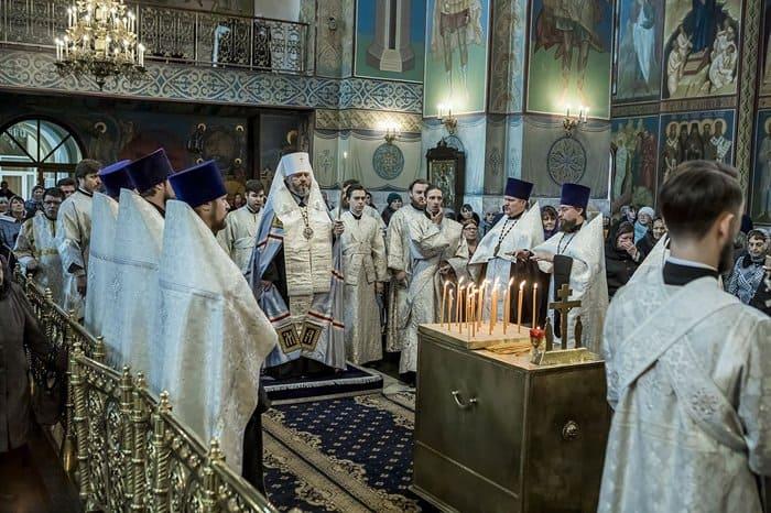 Молясь о погибших на пожаре, участники литии в храме Кемерово не сдерживали слез