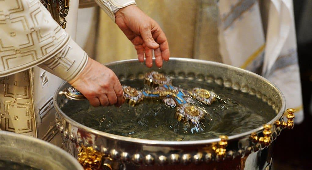 Семья девочки, погибшей на пожаре в Кемерово, приняла крещение