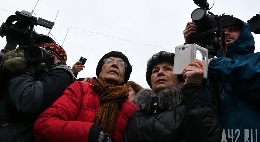 Родные погибших в Кемерово проверили морг и встретились с Владимиром Путиным