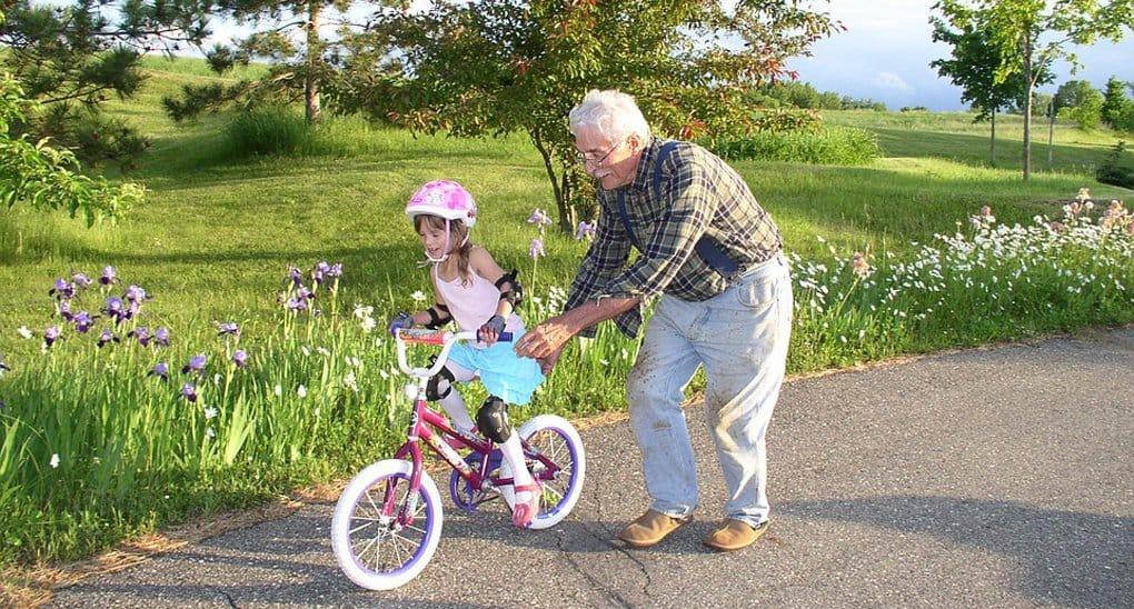 Одинокие пенсионеры смогут навещать сирот в детдомах