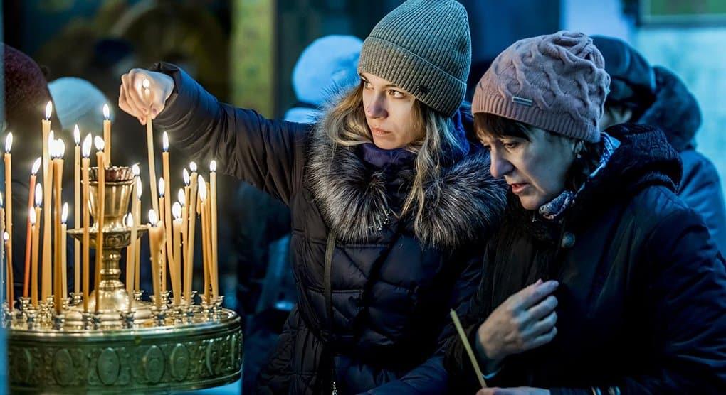 На девятый день после трагедии в Кемерово во всех храмах молятся о ее жертвах