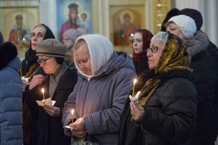 В годовщину теракта в метро Петербурга прошла панихида по его жертвам