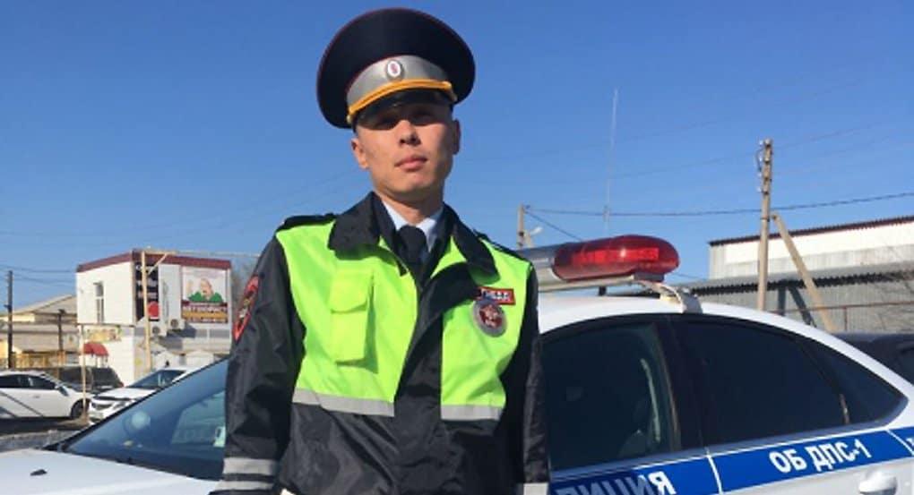 Астраханский полицейский спас на пожаре пятерых детей