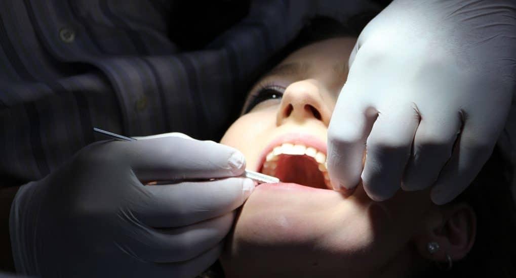 Можно ли на Пасху делать зубы?