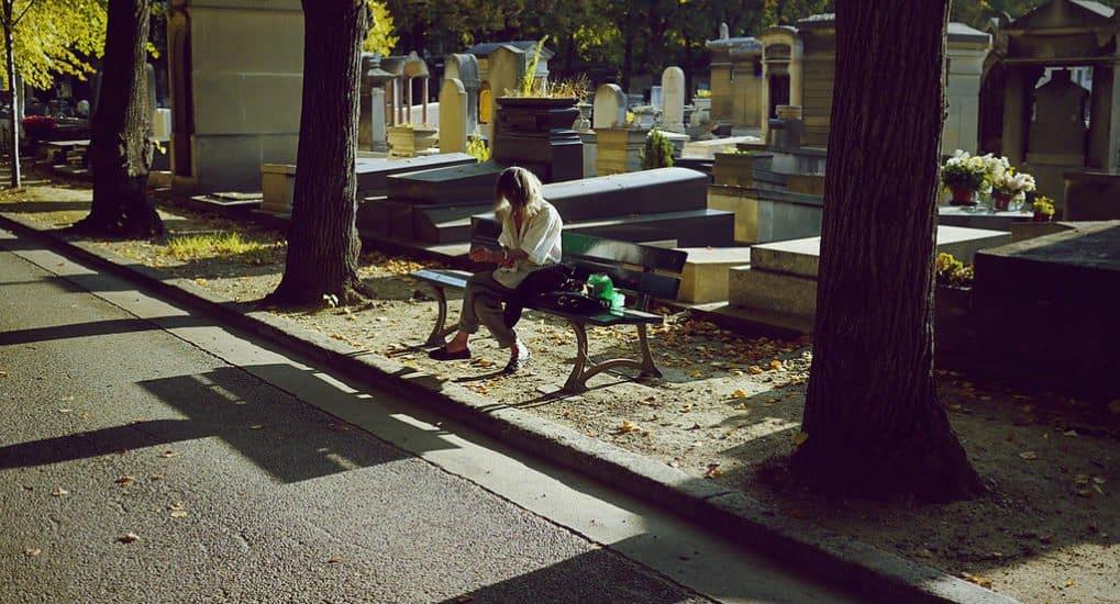 Можно ли при месячных идти на похороны?