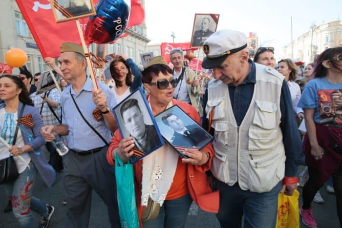 На Тверской хорошая погода: одесситка специально приехала в Москву, чтобы пройти с