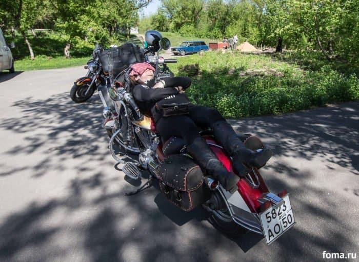 Нет, я не байкер, я другой: корреспондент «Фомы» проехал 3 тысячи километров с «Ночными волками»