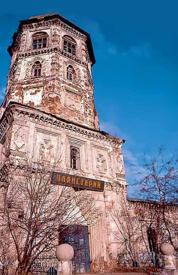 Стивен Хокинг в православном храме и многотысячный молебен в советской Москве: вспоминаем 1000-летие Крещения Руси