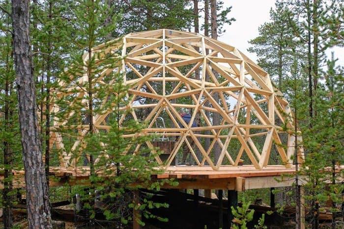 Уникальную саамскую часовню начинают накрывать защитным куполом