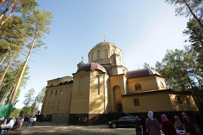 Патриарх Кирилл освятил два храма в Алапаевске