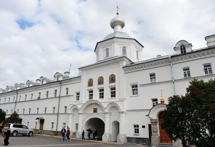 Патриарх Кирилл освятил на Валааме храм святых Петра и Павла