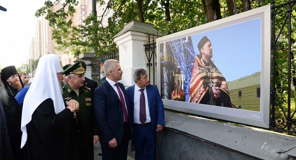 Патриарх Кирилл открыл в Лефортове выставку военных фотографов