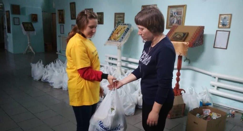 Церковь выдает продукты и хознаборы пострадавшим от паводка в Забайкалье