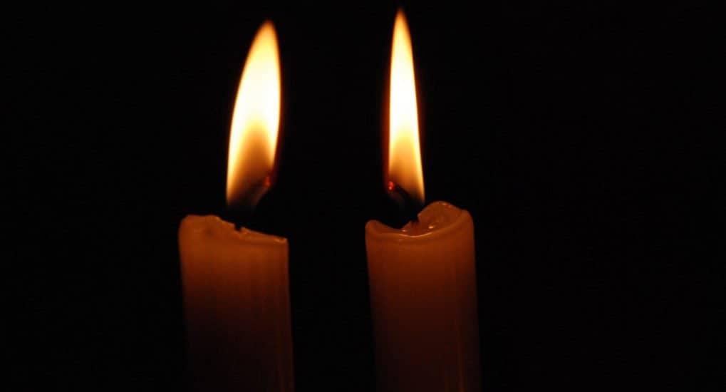Как правильно зажигать свечу?