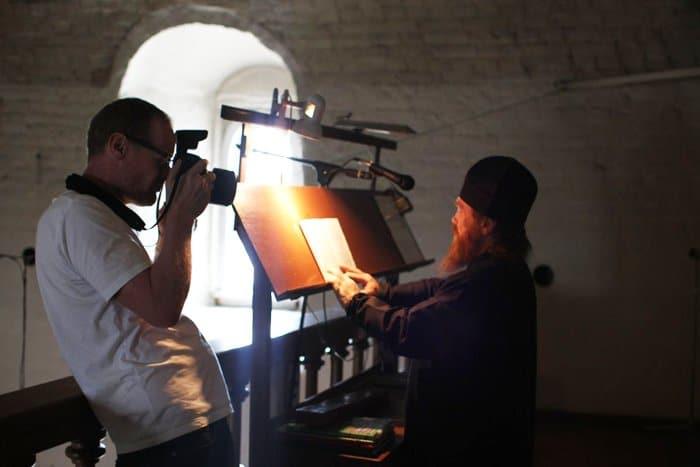 Известный британский фотограф заснял жизнь Сийского монастыря