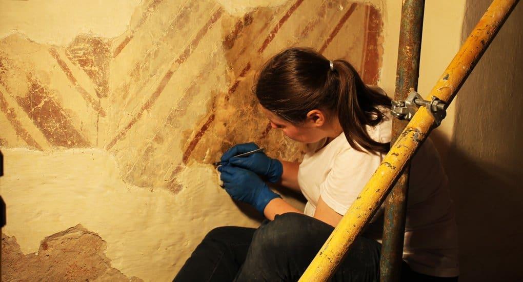 Реставраторы спасли уникальные фрески XII века в храме Старой Ладоги