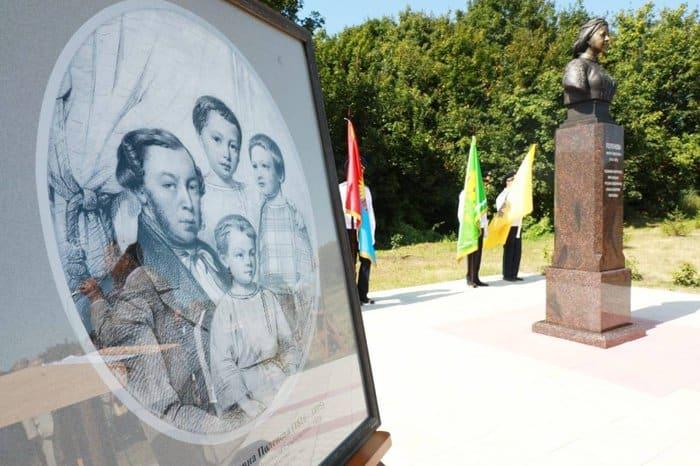 Памятник матери художника Василия Поленова открыли в Тамбовской области
